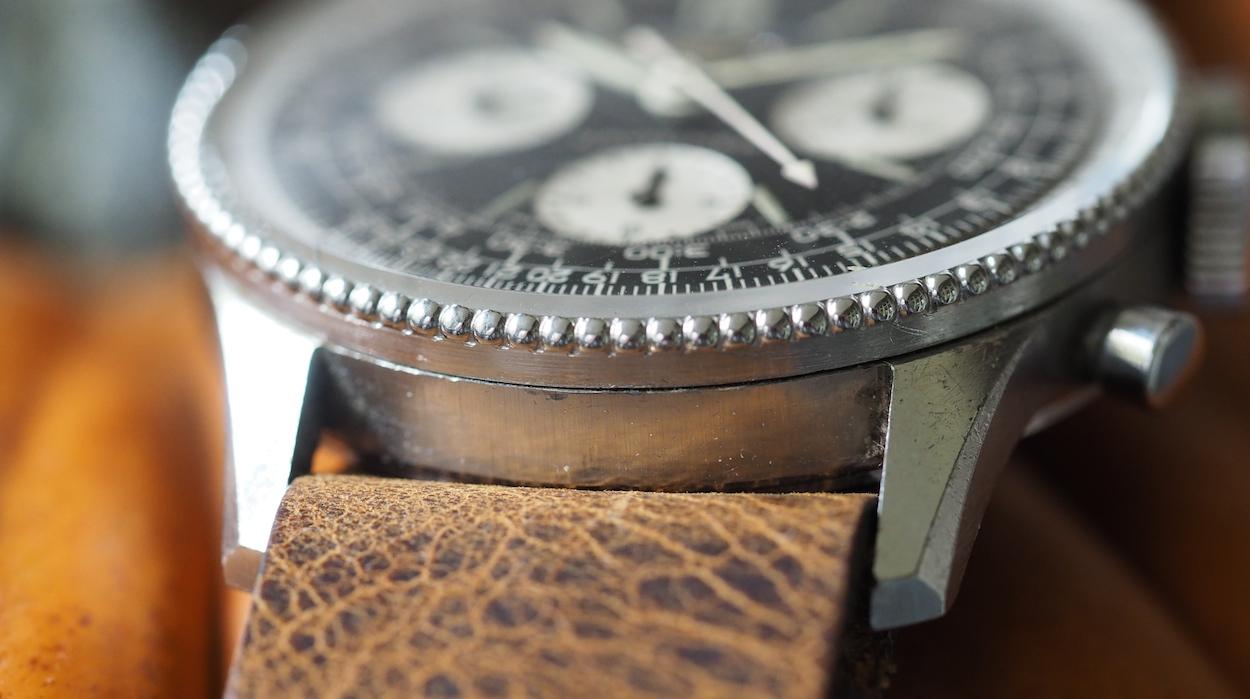 Breitling Navitimer 806 chamfered lugs